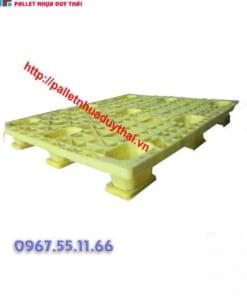 pallet 12 600x600 1 247x296 - Pallet nhựa cũ 1100 x 1300 x 150 mm